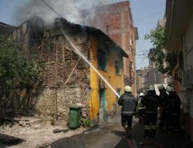 Metruk bina yangınında tinerci şüphesi