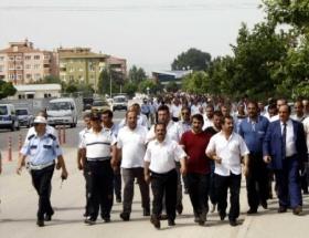 Özel halk otobüsü sahipleri, belediyeye yürüdü